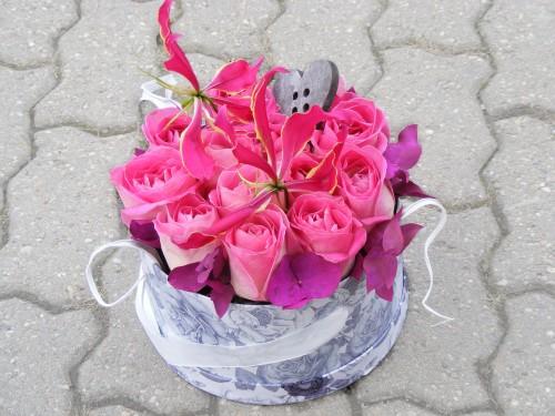 Cutie trandafiri